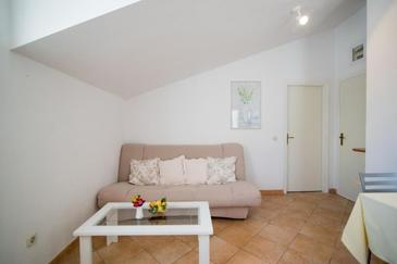 Supetar, Living room in the apartment, (pet friendly) and WiFi.