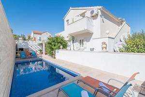 Family friendly apartments with a swimming pool Supetar, Brač - 16774