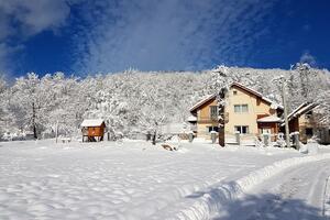 Dom s parkoviskom, pre rodinu Lički Osik (Velebit) - 16777