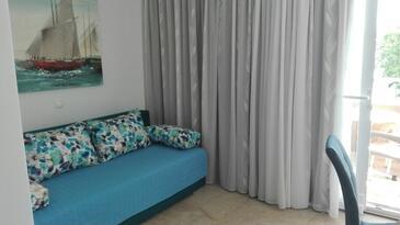 Makarska, Obývací pokoj v ubytování typu apartment, s klimatizací a WiFi.