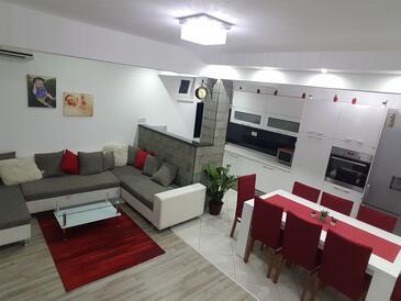 Podstrana, Obývací pokoj v ubytování typu apartment, s klimatizací a WiFi.