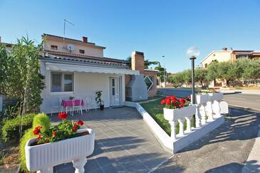 Fažana, Fažana, Property 16808 - Apartments with pebble beach.