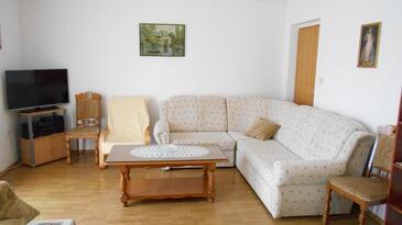 Kaštel Štafilić, Living room in the apartment, air condition available and WiFi.