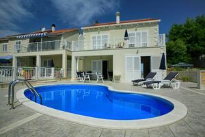 Дом для семьи с бассейном Сумартин - Sumartin, Брач - Brač - 16842