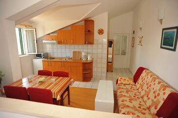 Sutivan, Jídelna v ubytování typu studio-apartment, WiFi.