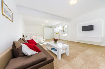 Sveti Petar, Living room in the studio-apartment, air condition available and WiFi.