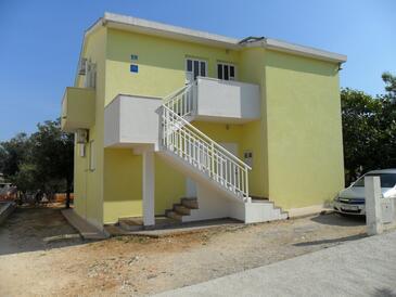 Sevid, Trogir, Объект 16855 - Апартаменты вблизи моря с галечным пляжем.