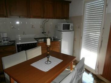 Kampor, Kuchyňa v ubytovacej jednotke apartment, WiFi.