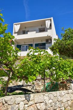Igrane, Makarska, Property 16878 - Apartments with pebble beach.