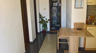Vir, Jedáleň v ubytovacej jednotke apartment, klimatizácia k dispozícii a WiFi.