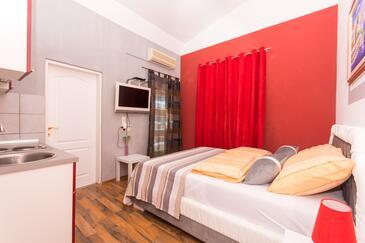 Okrug Gornji, Obývací pokoj v ubytování typu apartment, s klimatizací a WiFi.