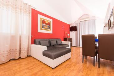 Okrug Gornji, Obývací pokoj 1 v ubytování typu apartment, s klimatizací a WiFi.