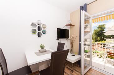 Okrug Gornji, Eetkamer in the studio-apartment, WiFi.