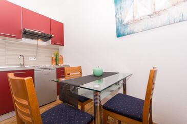 Okrug Gornji, Jídelna v ubytování typu studio-apartment, WiFi.