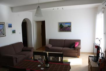 Bilice, Living room in the apartment, air condition available and WiFi.