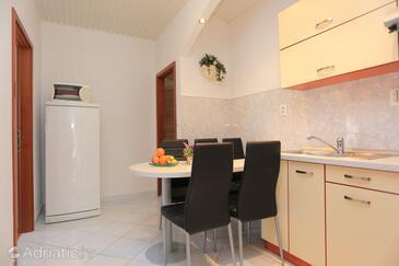 Tučepi, Столовая в размещении типа apartment, WiFi.