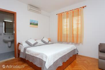 Tučepi, Спальня в размещении типа room, доступный кондиционер и WiFi.