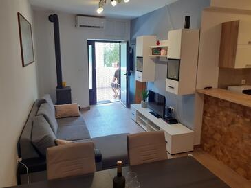Brna, Obývací pokoj v ubytování typu apartment, s klimatizací, domácí mazlíčci povoleni a WiFi.