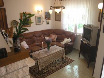 Drvenik Veliki, Obývací pokoj v ubytování typu house, domácí mazlíčci povoleni a WiFi.