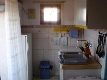 Tisno, Кухня в размещении типа studio-apartment, Домашние животные допускаются и WiFi.
