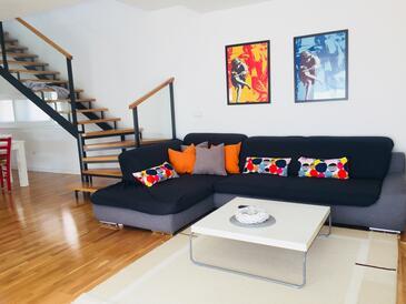 Sveti Filip i Jakov, Sala de estar in the apartment, air condition available y WiFi.
