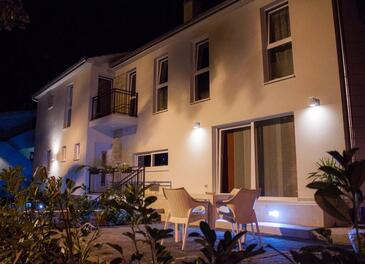 Sveti Filip i Jakov, Biograd, Propiedad 16966 - Apartamentos near sea with pebble beach.