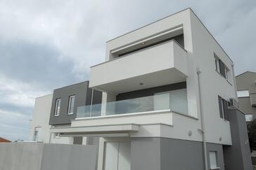 Novalja, Pag, Объект 16976 - Апартаменты вблизи моря с галечным пляжем.