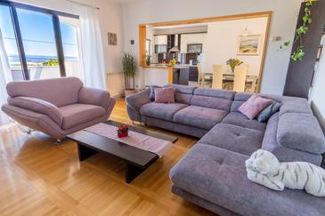 Klis, Living room in the apartment, air condition available and WiFi.