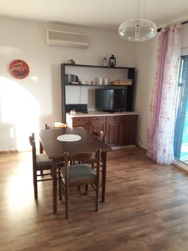 Barbat, Dining room in the apartment, (pet friendly) and WiFi.