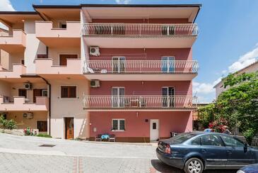 Vranjic, Split, Property 16993 - Apartments with pebble beach.