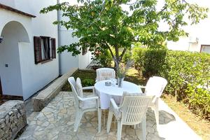 Apartments and rooms with parking space Njivice, Krk - 17010