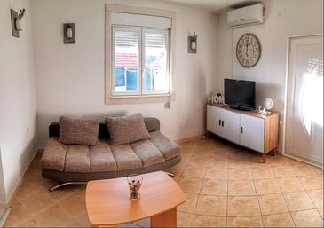 Vinišće, Obývací pokoj v ubytování typu house, s klimatizací a WiFi.