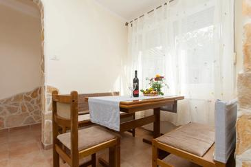 Pula, Dining room in the studio-apartment, WiFi.