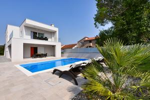 Family friendly house with a swimming pool Bibinje (Zadar) - 17020