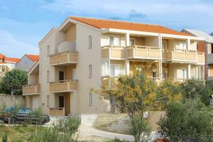 Apartments and rooms with parking space Novalja (Pag) - 17029