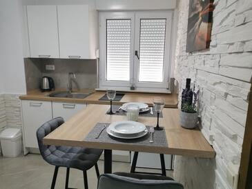 Okrug Gornji, Jídelna v ubytování typu apartment, WiFi.