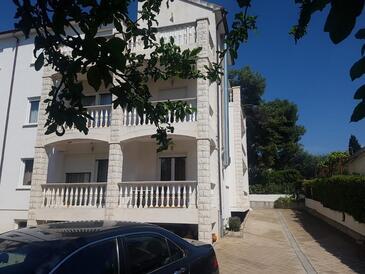 Okrug Gornji, Čiovo, Объект 17032 - Апартаменты с галечным пляжем.