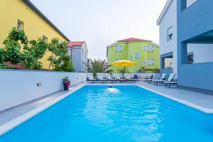 Family friendly apartments with a swimming pool Novalja, Pag - 17037