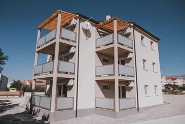 Novalja, Pag, Объект 17037 - Апартаменты с галечным пляжем.