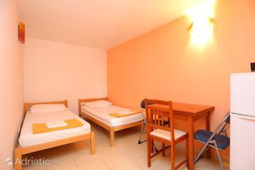 Nemira, Столовая в размещении типа apartment, доступный кондиционер и WiFi.