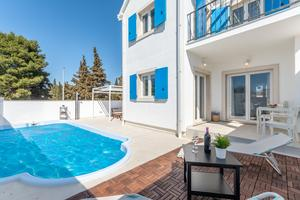 Дом для семьи с бассейном Нережища - Nerežišća (Брач - Brač) - 17046