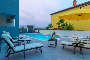 Family friendly apartments with a swimming pool Novalja, Pag - 17052