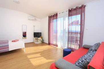 Podstrana, Camera de zi în unitate de cazare tip studio-apartment, WiFi.