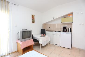 Podstrana, Bucătărie în unitate de cazare tip studio-apartment, WiFi.