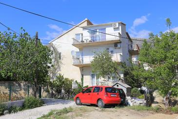 Podstrana, Split, Property 17053 - Apartments with pebble beach.
