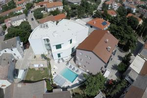 Apartments and rooms with a swimming pool Novalja (Pag) - 17060