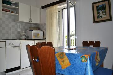 Živogošće - Mala Duba, Столовая в размещении типа apartment, доступный кондиционер и WiFi.