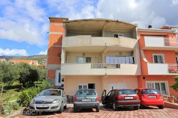 Kaštel Gomilica, Kaštela, Property 17084 - Apartments with pebble beach.