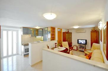 Sumartin, Living room 1 in the apartment, air condition available, (pet friendly) and WiFi.