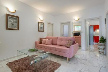 Banjole, Living room in the apartment, air condition available, (pet friendly) and WiFi.